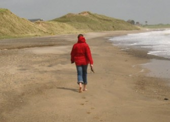 9 Benefits of Walking on the Beach